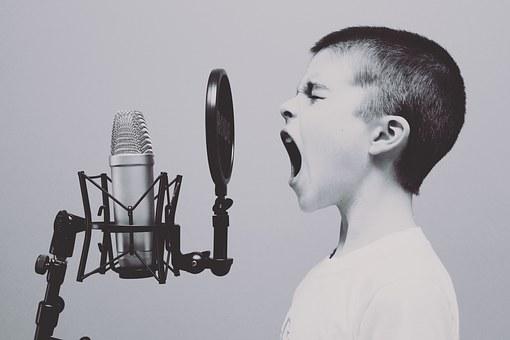 Übung der Betonung und Aussprache beim Sprechen